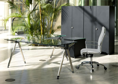 Mesas de oficina con pie cromado y complementos for Complementos de oficina